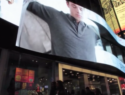"""Aéropostale – """"Layer Up"""" in Times Square"""